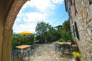 Romantično dvorište